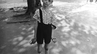 child-with-toy-hand-grenade-in-central-park-shots-2013