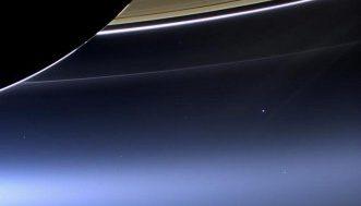 photos-inedites-de-la-Terre-prise-depuis-Saturne